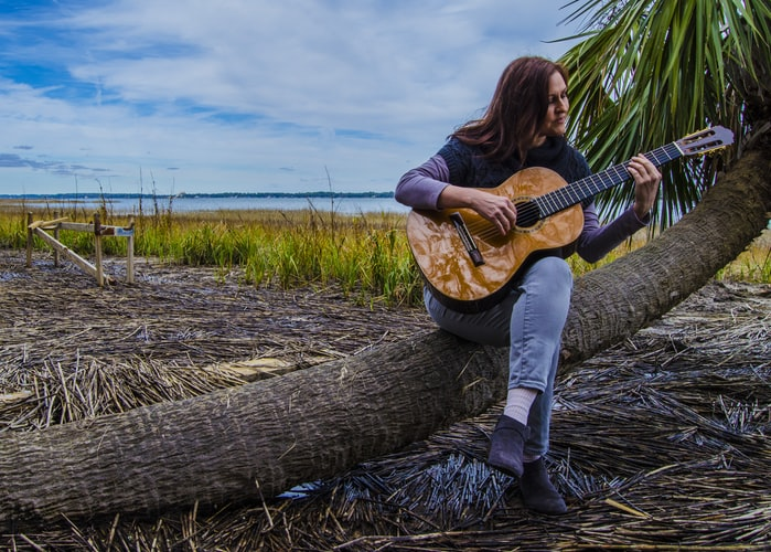 sugo music blog woman learns acoustic guitar